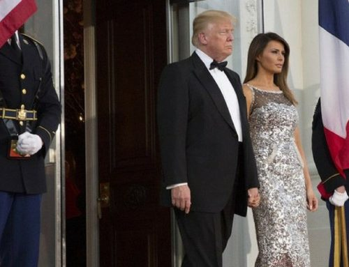 Donald Trump Tries Again To Catch Melania By The Hand, But She Still Don't Want
